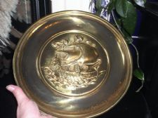 "VINTAGE SOLID BRASS DEEP RELIEF WALL PLATE SAILING GALLEON WITH OARS 12"" ENGLAND"
